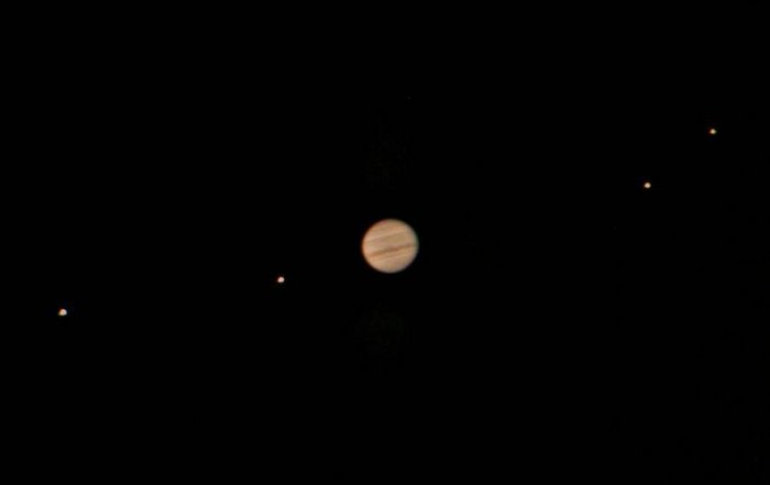 Jupiter and moons (photo: © Jan Sandberg, https://commons.wikimedia.org/wiki/File:Jupiter-moons.jpg)