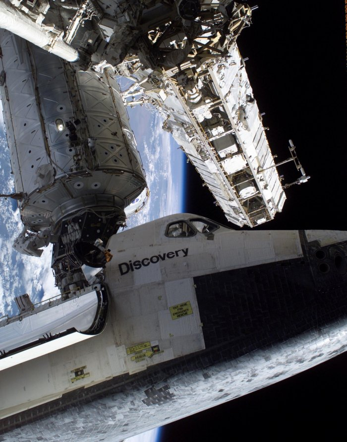 Space Shuttle Discovery, connection to the ISS (photo: NASA, public domain)